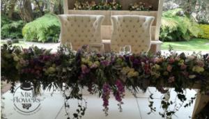 Mesa de novios lila y blanco